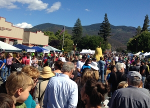 Giant Pear draws celebrants down Main Street